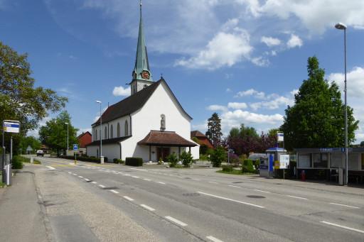 Dorfstrasse und Kirche Neuendorf SO